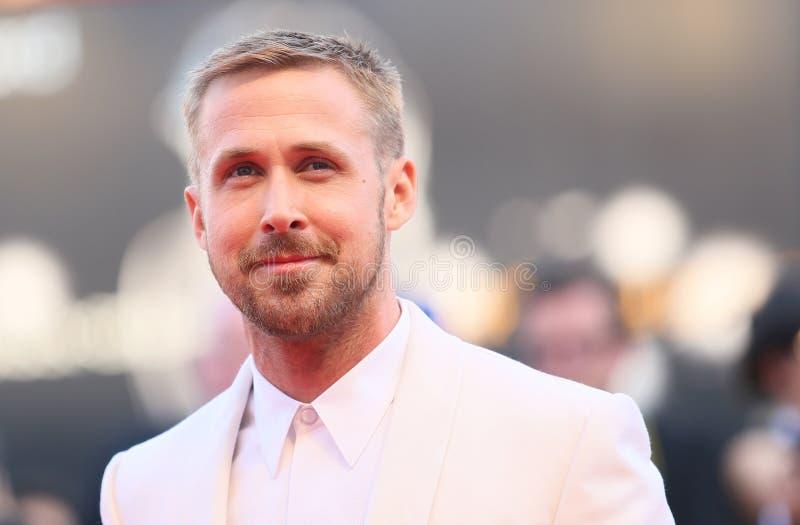 Ryan Gosling marche le tapis rouge photos libres de droits