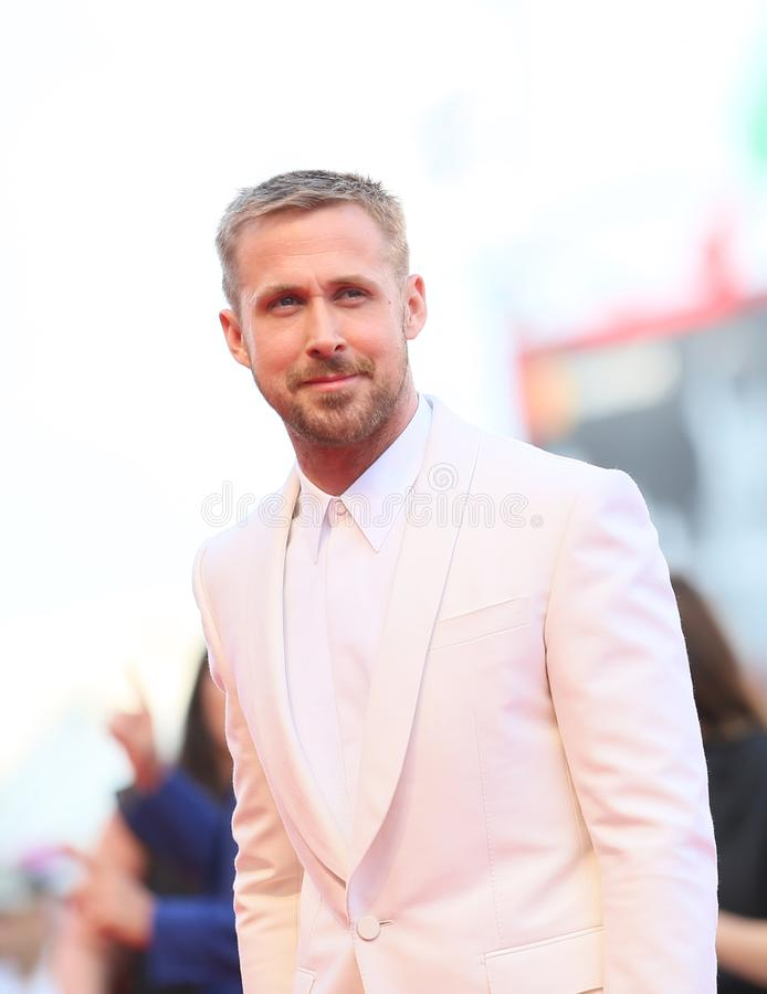 Ryan Gosling marche le tapis rouge image stock