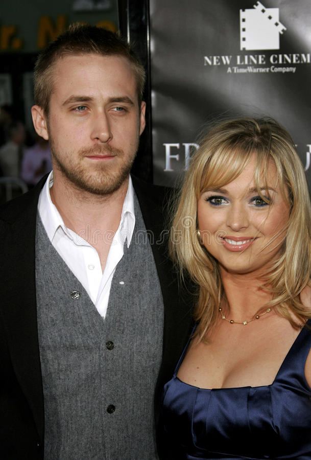 Ryan Gosling y Mandi Gosling imagenes de archivo