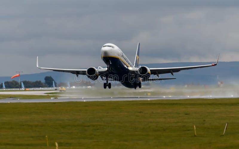 Ryanair Airlines Boeing 737-800 departing royalty free stock photos