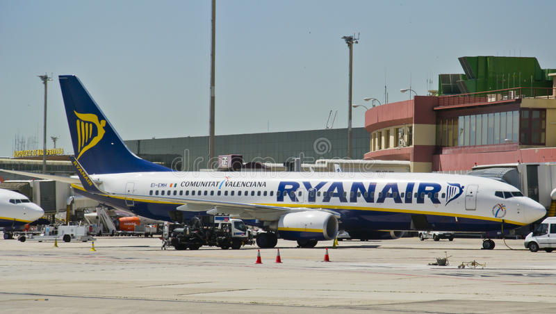 Download Ryanair, Boeing 737-800 Parked Editorial Photography - Image: 25286452
