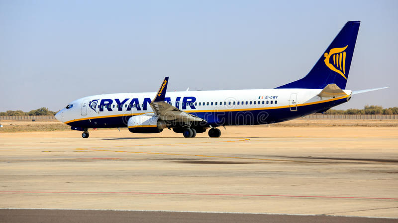 Download Ryanair Boeing B737 editorial photography. Image of commercial - 41799522