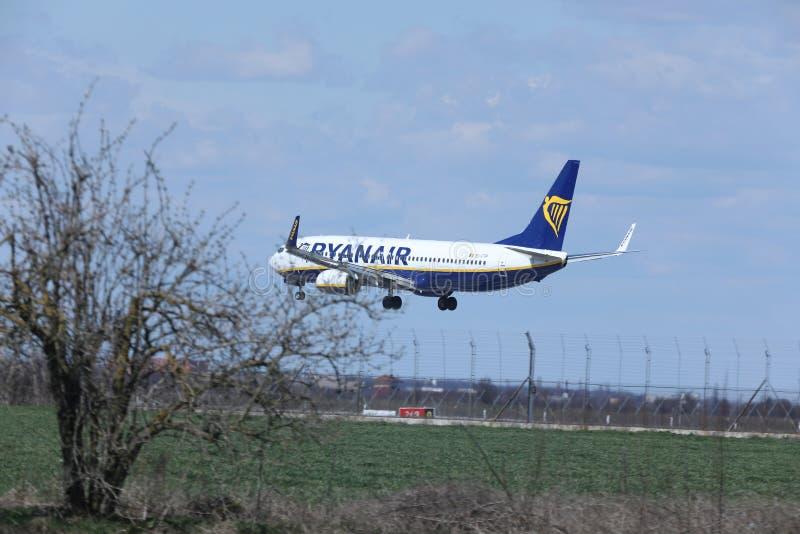 Ryanair Boeing 737-800 EI-FTP strållandning royaltyfri foto