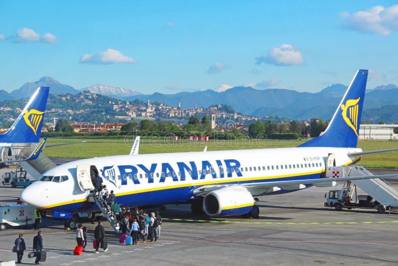 Ryanair-Flugzeuge an Orio Al Serio-Flughafen in Bergamo lizenzfreie stockfotografie