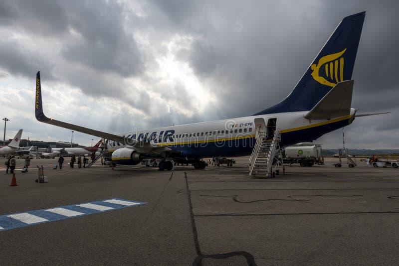 Ryanair flygplan på den Marseilles flygplatsen, Frankrike arkivbild
