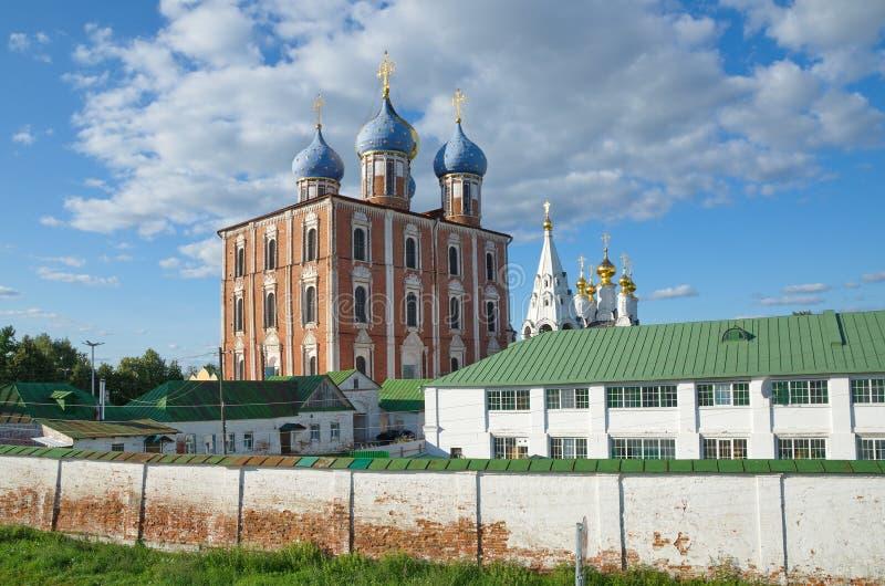 Ryazan Kreml- och Spaso-Preobrazhensky kloster i Ryazan, Ryssland royaltyfri foto