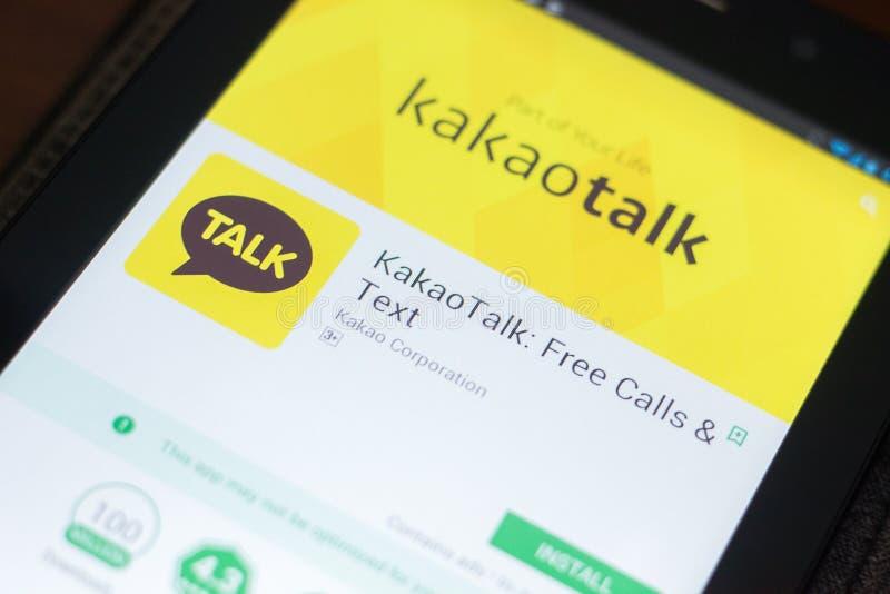 Ryazan, Rússia - 19 de abril de 2018 - conversa app móvel de Kakao na exposição do PC da tabuleta foto de stock royalty free
