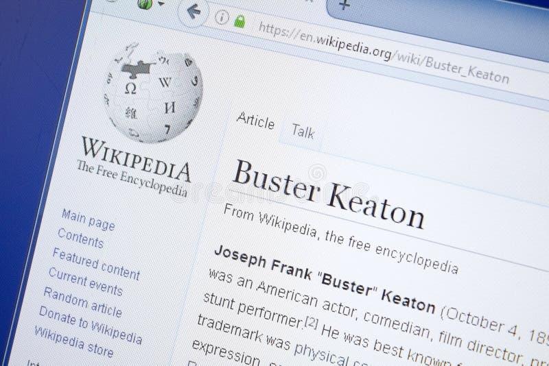 Ryazan, Rússia - 19 de agosto de 2018: Página de Wikipedia sobre Buster Keaton na exposição do PC imagens de stock