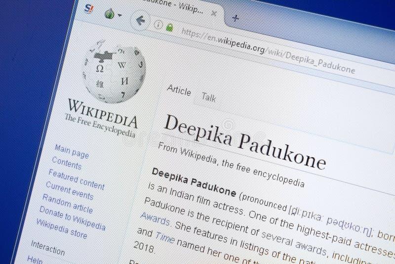 Ryazan, Rússia - 19 de agosto de 2018: Página de Wikipedia sobre Deepika Padukone na exposição do PC foto de stock royalty free