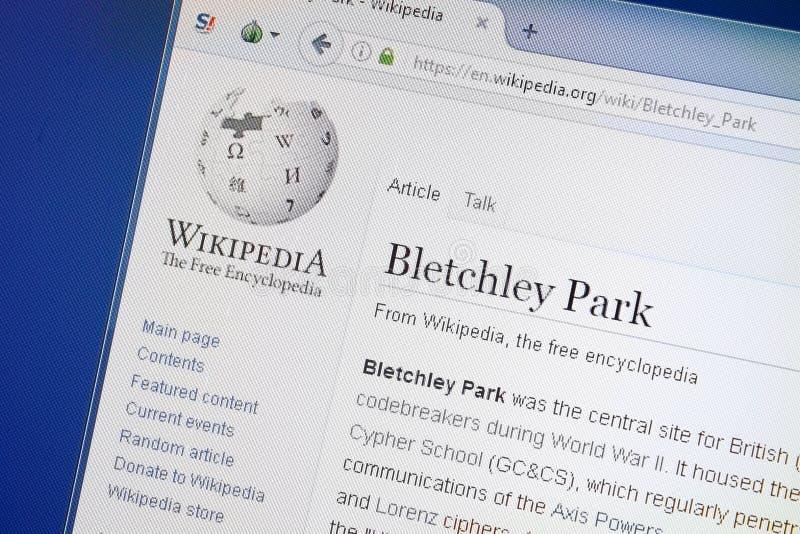 Ryazan, Rússia - 19 de agosto de 2018: Página de Wikipedia sobre o parque de Bletchley na exposição do PC foto de stock