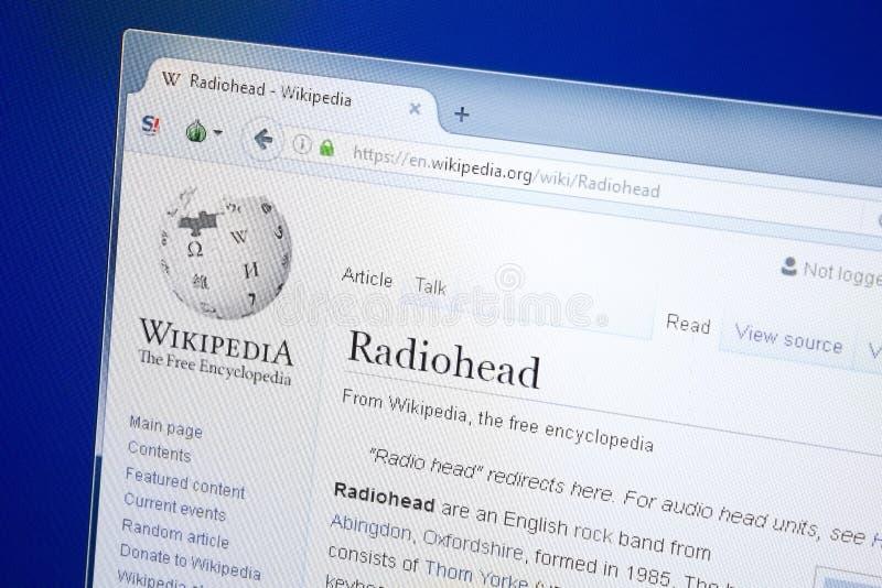 Ryazan, Rússia - 28 de agosto de 2018: Página de Wikipedia sobre Radiohead na exposição do PC foto de stock royalty free