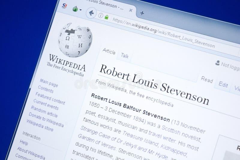 Ryazan, Rússia - 28 de agosto de 2018: Página de Wikipedia sobre Robert Louis Stevenson na exposição do PC imagens de stock