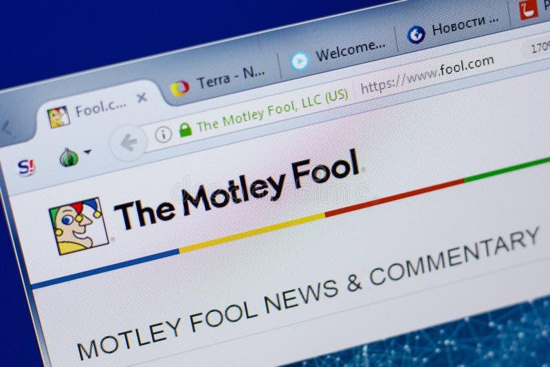 Ryazan, Rússia - 17 de junho de 2018: Homepage do Web site de Motley Fool na exposição do PC, URL - tolo com foto de stock royalty free