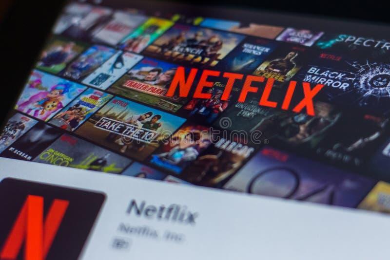 Ryazan, Rússia - 21 de março de 2018 - Netflix app móvel na exposição do PC da tabuleta foto de stock