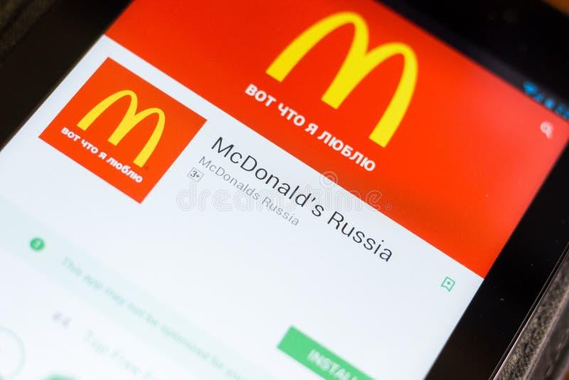 Ryazan Rosja, Czerwiec, - 24, 2018: McDonalds Rosja wisząca ozdoba app na pokazie pastylka pecet obraz royalty free