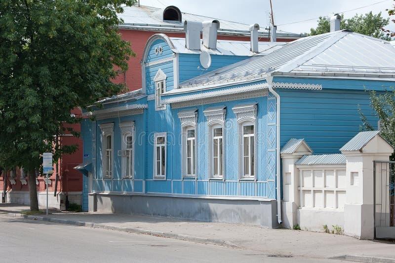 Ryazan Rosja, Sierpień, - 2017 Piękny stary drewniany dom z rzeźbić dekoracjami zdjęcia stock