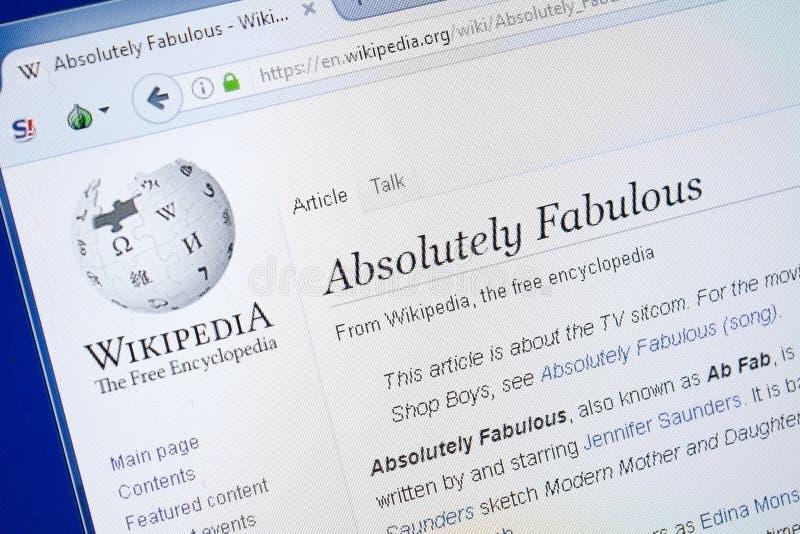 Ryazan, Rusia - 19 de agosto de 2018: Página de Wikipedia alrededor absolutamente fabulosa en la exhibición de la PC imagenes de archivo