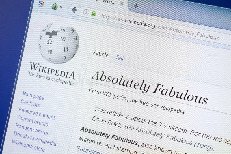 Ryazan, Rusia - 19 de agosto de 2018: Página de Wikipedia alrededor absolutamente fabulosa en la exhibición de la PC fotos de archivo