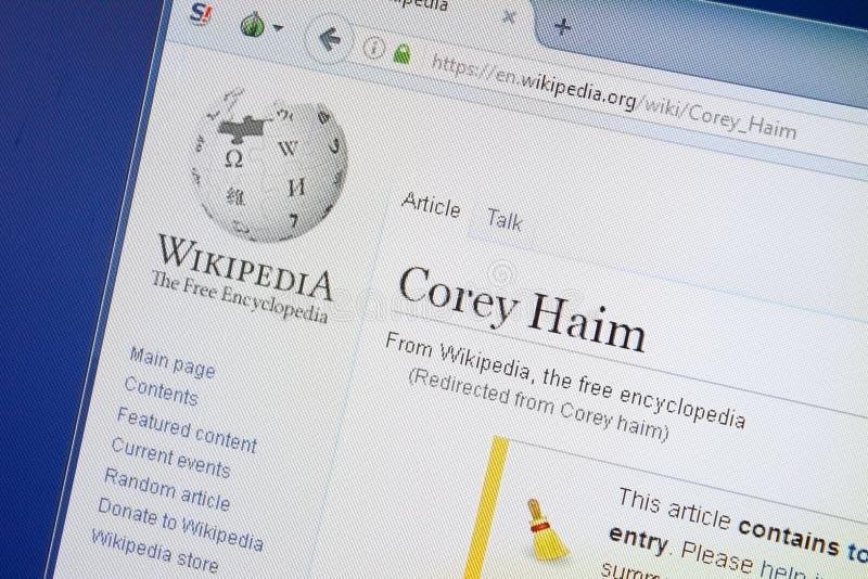 Ryazan, Rusia - 19 de agosto de 2018: Página de Wikipedia sobre Corey Haim en la exhibición de la PC foto de archivo libre de regalías