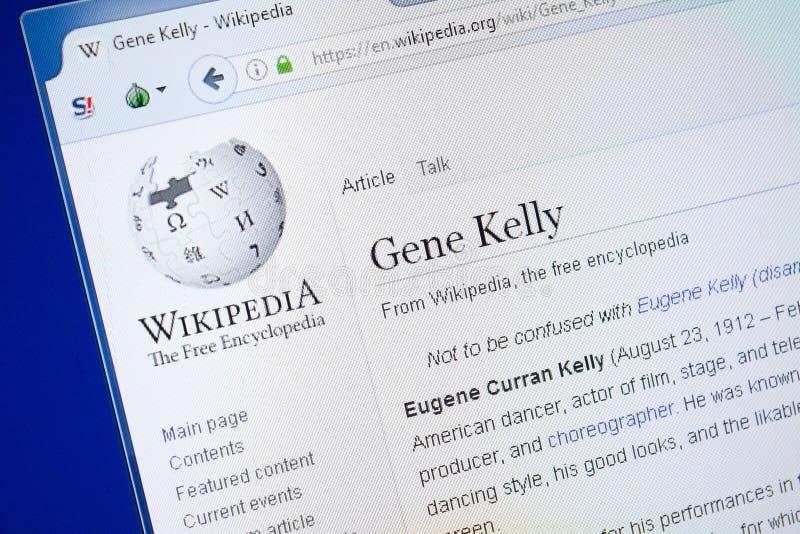 Ryazan, Rusia - 19 de agosto de 2018: Página de Wikipedia sobre Gene Kelly en la exhibición de la PC fotografía de archivo libre de regalías