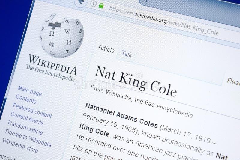 Ryazan, Rusia - 28 de agosto de 2018: Página de Wikipedia sobre Nat King Cole en la exhibición de la PC foto de archivo libre de regalías