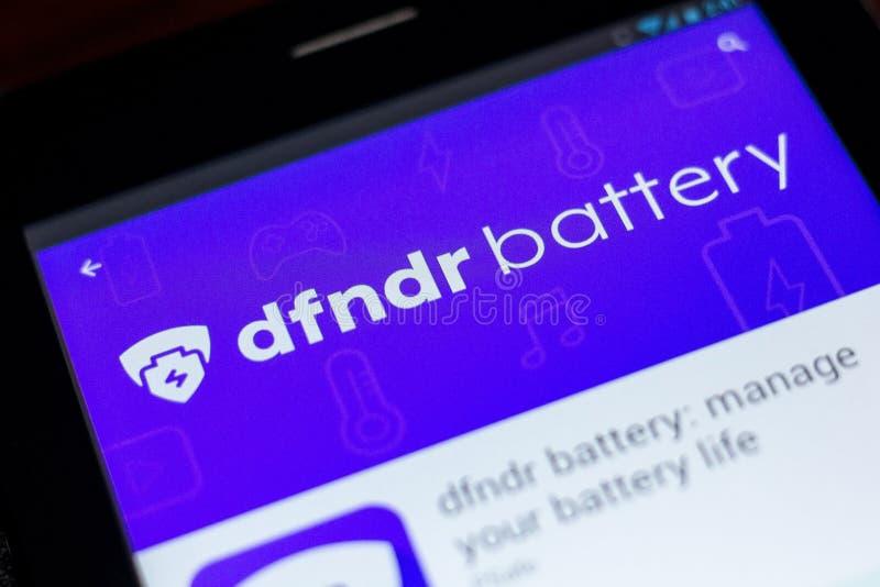 Ryazan, Rusia - 3 de julio de 2018: batería del dfndr: maneje su vida de batería app móvil en la exhibición de la tableta imagen de archivo