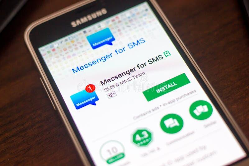 Ryazan, Rusland - Mei 04, 2018: Boodschapper voor SMS mobiele app op de vertoning van celtelefoon stock afbeeldingen