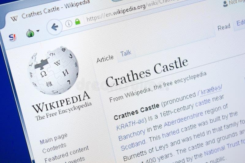 Ryazan, Russland - 28. August 2018: Wikipedia-Seite über Crathes-Schloss auf der Anzeige von PC lizenzfreie stockfotos