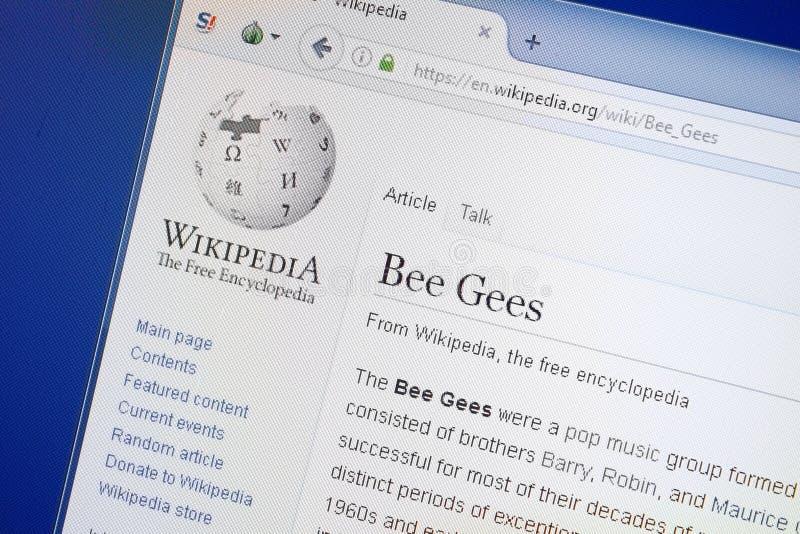 Ryazan Ryssland - Augusti 19, 2018: Wikipedia sida om Bee Gees på skärmen av PC:N royaltyfri fotografi