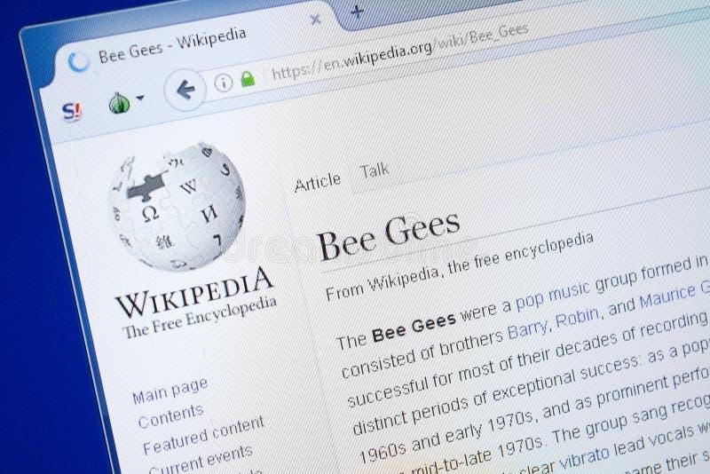 Ryazan Ryssland - Augusti 19, 2018: Wikipedia sida om Bee Gees på skärmen av PC:N arkivbilder