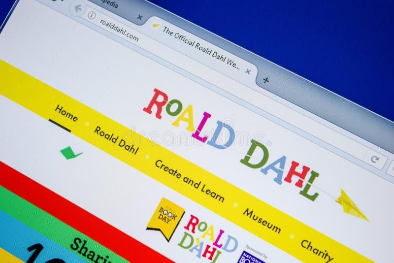 Ryazan Ryssland - Juli 08, 2018: RoaldDahl com-website på skärmen av PC:N fotografering för bildbyråer