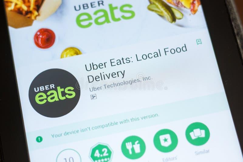 Ryazan Ryssland - Juli 03, 2018: Uber äter: Lokal matleveransmobil app på skärmen av minnestavlaPC:N arkivfoton