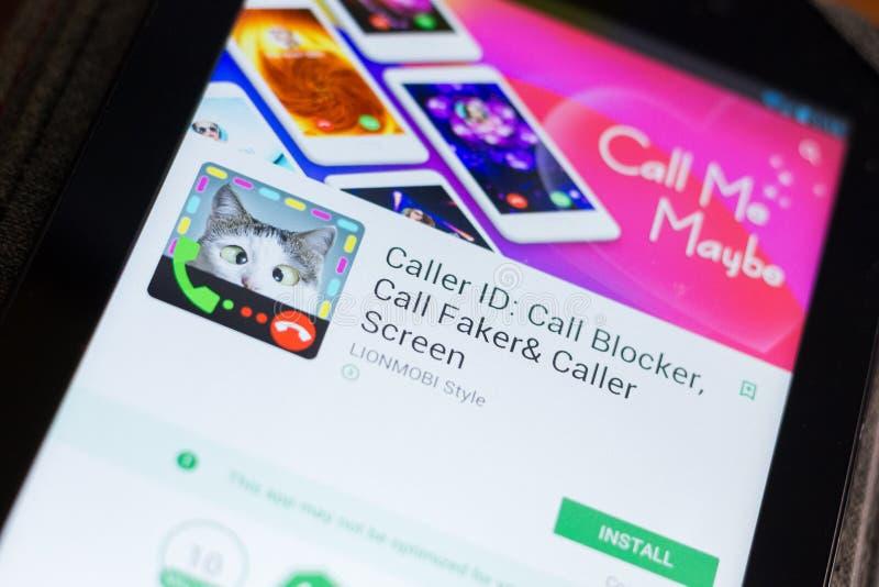 Ryazan Ryssland - Juni 24, 2018: Callerlegitimation, appellBlockermobil app på skärmen av minnestavlaPC:N arkivbilder