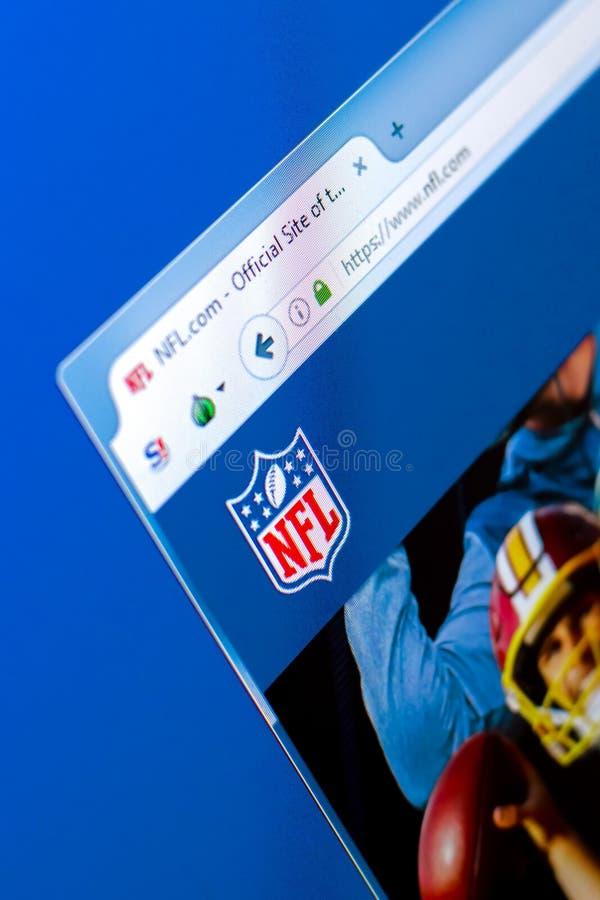 Ryazan Ryssland - mars 28, 2018 - Homepage av ligan för nationell fotboll för NFL på skärmen av PC:N, rengöringsdukadress - nfl c arkivfoto