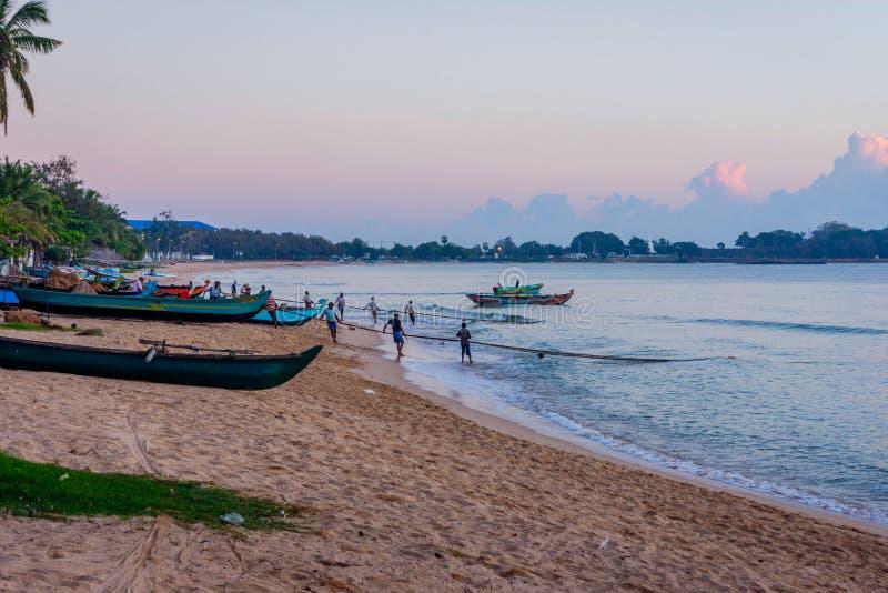 Rybacy ciągnie sieć, Sri Lanka obrazy royalty free
