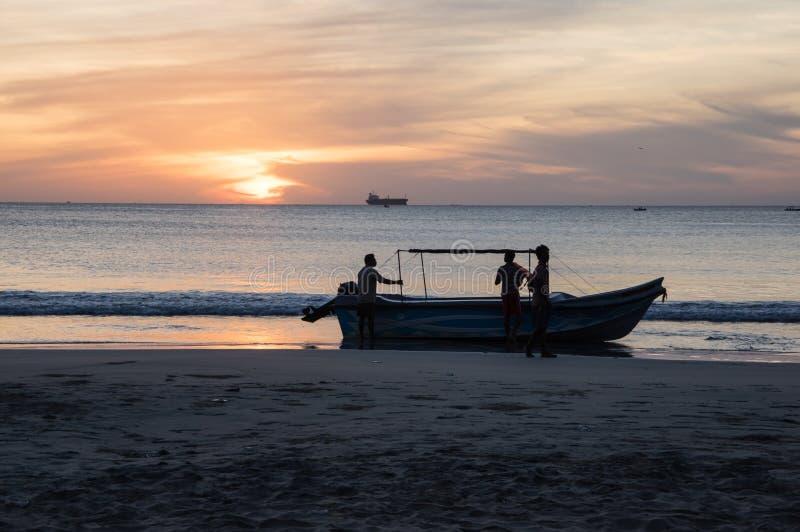 Rybacy przy plażą Sri Lanka fotografia royalty free