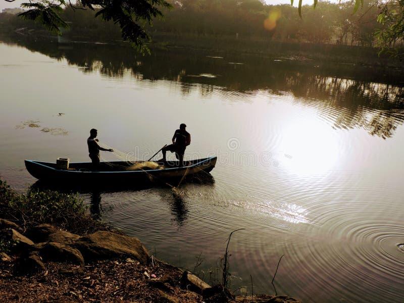 Rybacy w seashore obraz royalty free