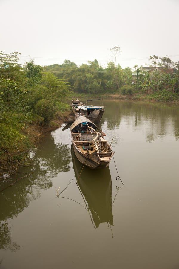 Rybak łodzie na rzece, odcień, Wietnam zdjęcie stock