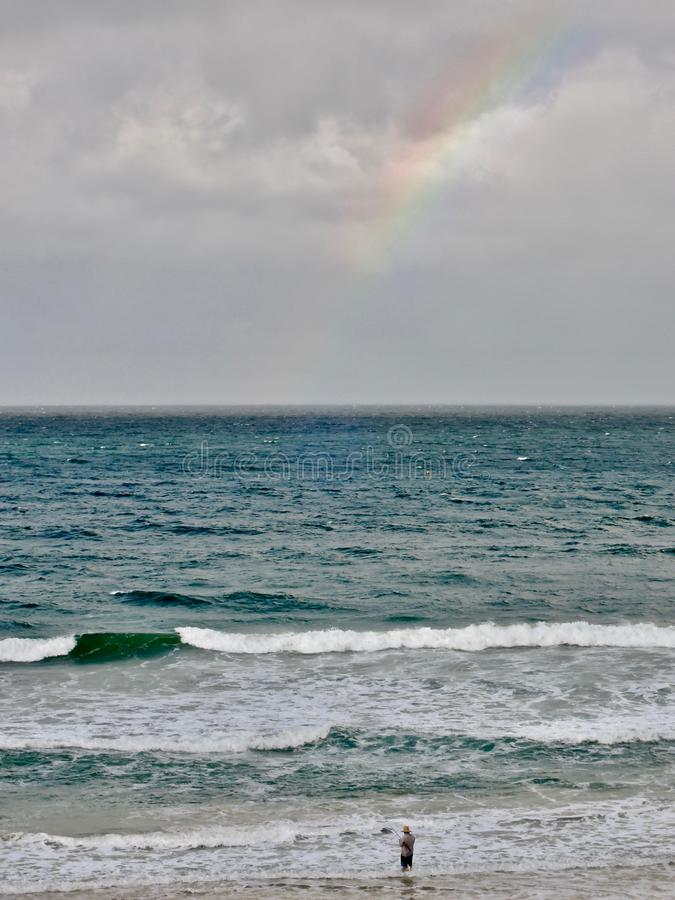 Rybak na plaży tęczy plaży miasteczkiem - Queensland, Australia zdjęcia royalty free