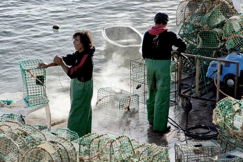 Download Rybak Robi Ich Sieciom Czyste, Cascais, Portugalia Zdjęcie Stock Editorial - Obraz złożonej z kiść, roje: 57672193
