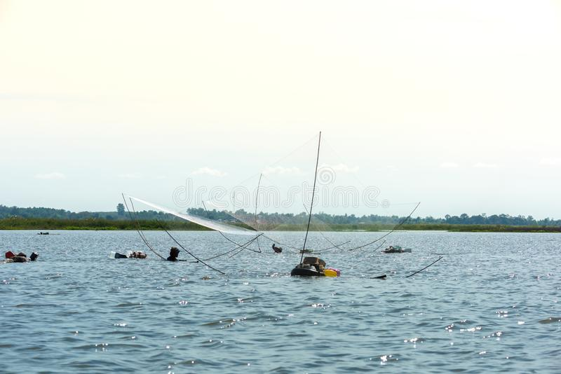 Rybak wioska w Tajlandia z liczbą połowów narzędzia dzwoniący fotografia royalty free