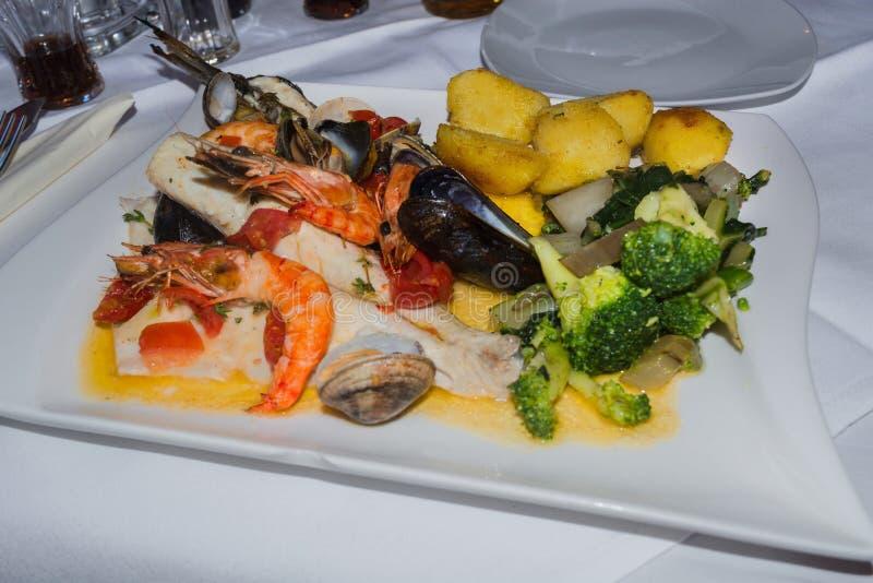 Rybi i różnorodny owoce morza zdjęcie stock