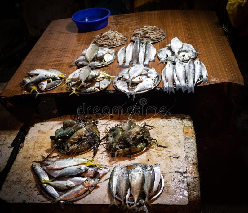 Rybi sprzedawanie sklep przy ulicą obrazy royalty free