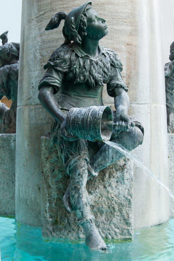 Download Rybia Fontanna, Monachium, Niemcy Obraz Stock - Obraz złożonej z figurka, landmark: 41955135