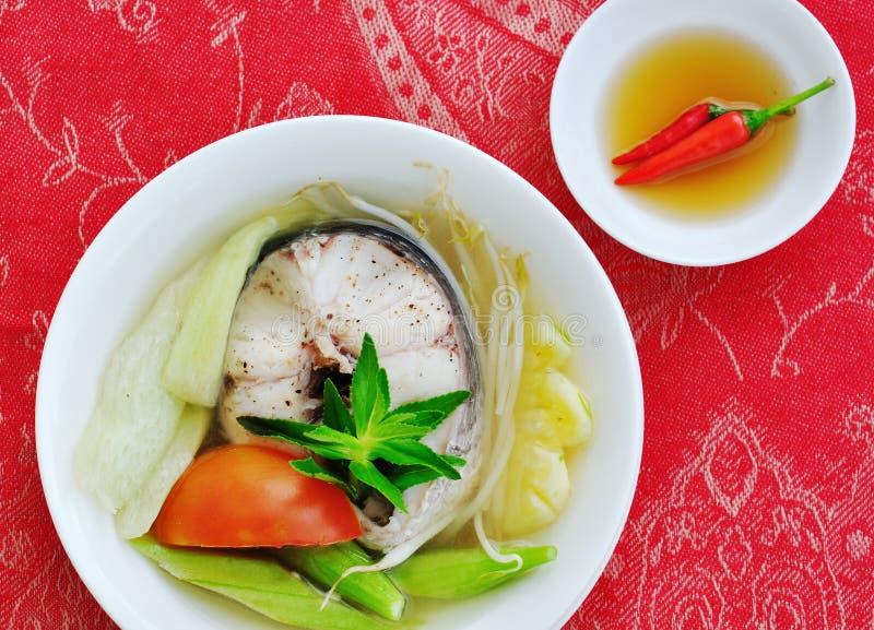 Rybia polewka z warzywem i kumberlandem zdjęcie royalty free
