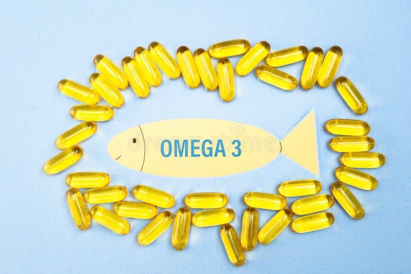 Rybiego oleju omega 3 miękkiej gel kapsuły pigułki, zdrowego produkt i nadprograma pojęcie zamknięta w górę, zdjęcie royalty free