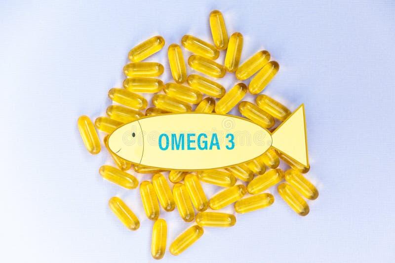 Rybiego oleju omega 3 miękkiej gel kapsuły pigułki, zdrowego produkt i nadprograma pojęcie zamknięta w górę, obraz royalty free