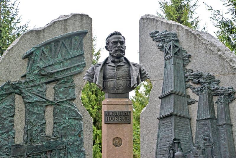 Rybinsk, Russland Fragment eines Monuments zu Ludwig Nobel Der russische Text - Ludwig Nobel stockfotos
