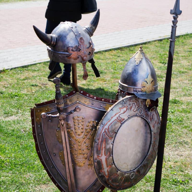 Rycerz w srebnym zbroja wieków antyka walki krzyżowu zdjęcie royalty free
