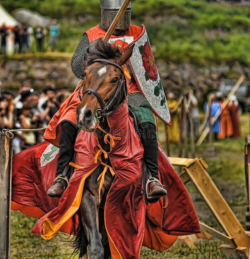 Rycerz z lancą na horseback zdjęcia royalty free